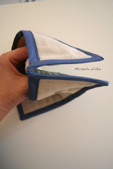 Blue_Pot_Holder_inUse