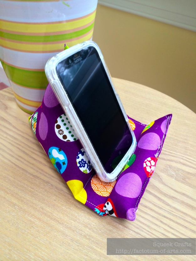 iPhoneStand_Purple2
